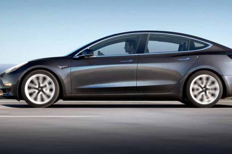 Tesla nastavlja sa rekordnom prodajom Modela 3