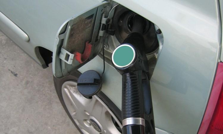 Federalno ministarstvo trgovine – Stiglo oko 400 zahtjeva za pojeftinje goriva