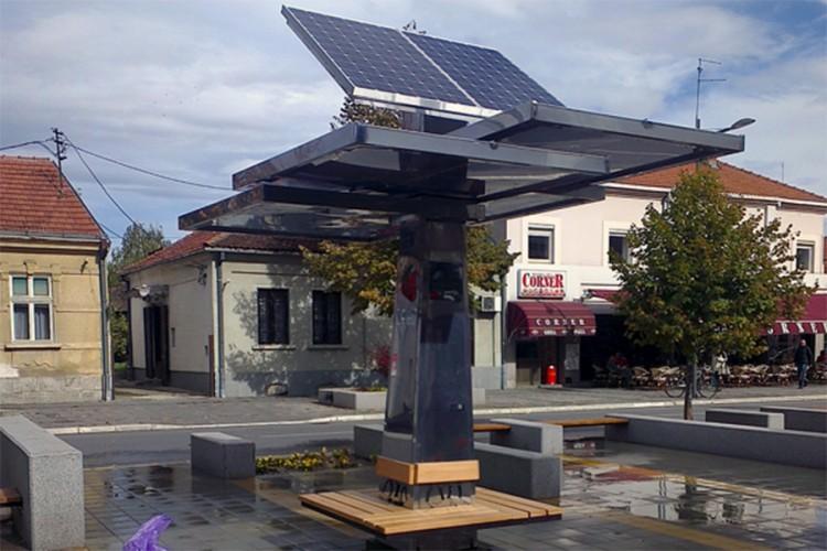 Prvi solarni punjač za telefone napravljen je u Srbiji