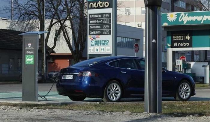 Danijel Kresojević je vlasnik prvog vozila na struju registrovanog u RS-u