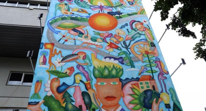 'Zeleni čovjek' na fasadi Mašinskog fakulteta podsjeća na zaštitu okoline