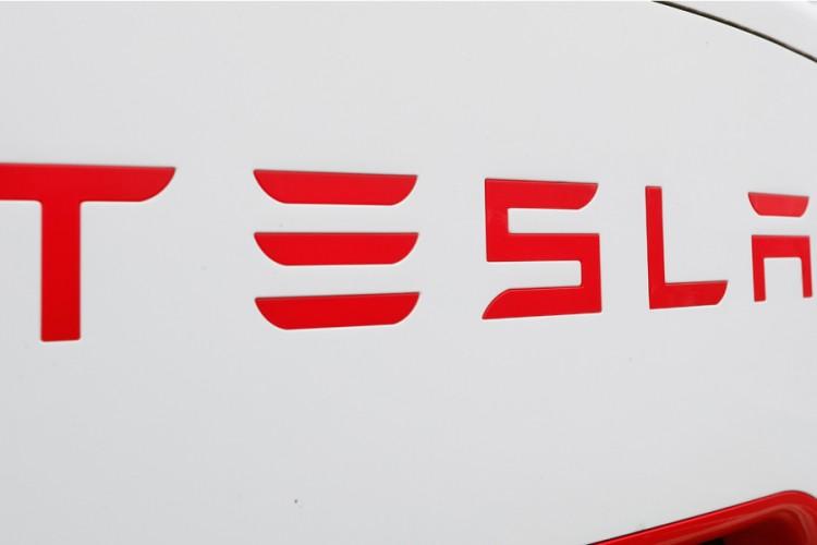 Kompanija Tesla prodala skoro pola miliona električnih vozila u 2020. godini