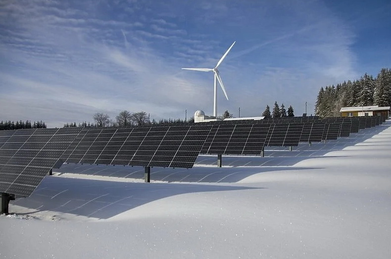 Ujedinjeni Arapski Emirati počeli proizvoditi aluminij uz pomoć solarne energije