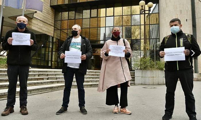 Ekološka udruženja se okupila ispred Parlamenta FBiH: Naše rijeke nisu na prodaju