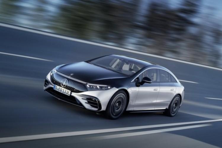 Jedan Mercedes da gospodari svim električnim automobilima