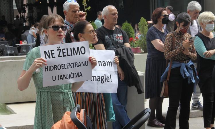 Ekološki aktivisti u Zenici protestovali protiv gradnje HE 'Janjići'